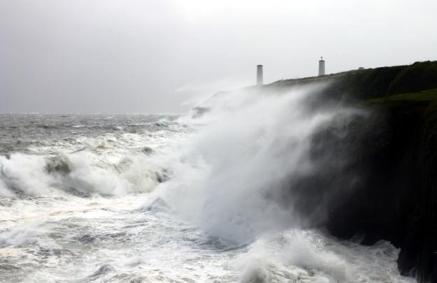 Huge Newtown Cove breaking wave