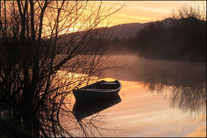 Winter dawn on the river Suir