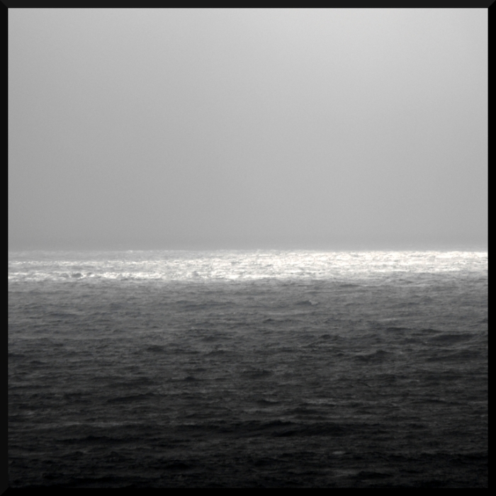 Grey winter horizon in the ocean