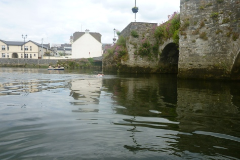 Approaching Carrick's old bridge, a few hundred metres from the finish